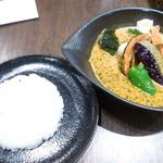 スープカレーlavi - チキンto野菜ココナッツスープ仕立て