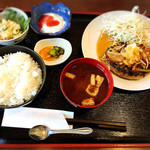 蓮 - 今日の日替わりはハンバーグで600円。