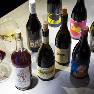 ソムリエが厳選し、取り揃えられた自然派ワイン