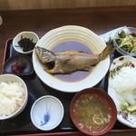 52818278 - 単品のムツの煮つけ、アオリイカ刺身とご飯セット