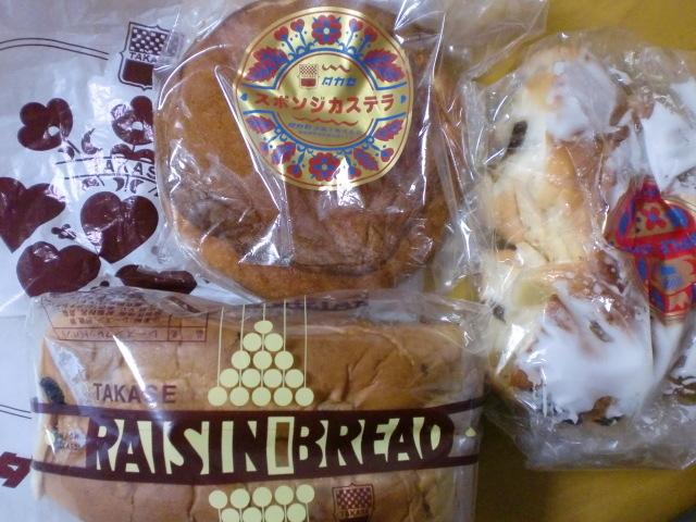 タカセ パン・洋菓子コーナー 板橋店 - スポンジカステラ レーズンブレッド アップルロールハーフ