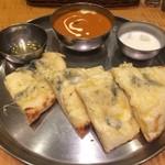 インド定食 ターリー屋 - ゴルゴンゾーラチーズナン&プレミアムバターチキン