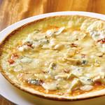 アクアリウム カフェ アフィニティ - 4種チーズのピザ はちみつ添え