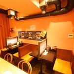肉十八番食堂 - お一人様も入りやすい雰囲気です。