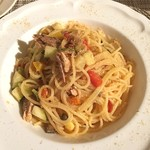 イル・カヴァロ - スパゲッティ 鰹のラグー、夏野菜、アンチョビ風味