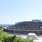 道の駅 鴨川オーシャンパーク - 店舗全景(頂上が展望台)