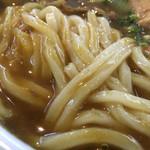 めんや七福 - 中細のもっちり麺は…カレーと一緒に飲める!