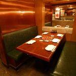上野太昌園 - ロールスクリーンを降ろせばプライバシーが守られる空間へ。個室のようにお使いいただけます。 6名様迄
