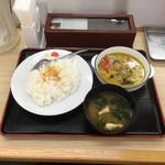 松屋 - チキンと茄子のグリーンカレー¥650(2016)
