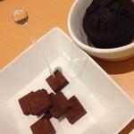 カフェ&ゲームバー ことぶき - 生チョコとガトーショコラ