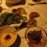 5284281 - 自家製ピクルス、旬の野菜のムース、カジキマグロとアボカドタルタル他