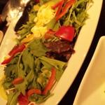全席個室 楽蔵 - 彩り野菜のサラダ