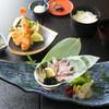 魚信 - 料理写真:名物料理の活鯵は捌きたてをご提供します