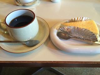 チーズケーキのチロル 大通店 - コーヒー&ケーキセット