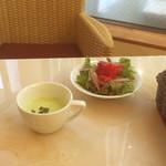 洋食カフェ・バー KITORI - スープ/サラダ