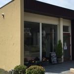 パン工房 ひかり - 新道沿いにございますパン屋さんです。店舗前駐車場有り。