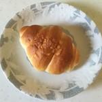 パン工房 ひかり - 塩パン、100円です。
