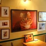 ディー・カッツェ - 店内には国王一家の写真が飾ってあります