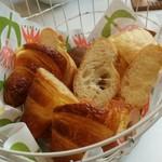 b's kafé - 【2016/6】パンブッフェ、最初のパンは選べません~