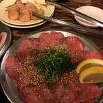 大阪ホルモン - シロコロ(左上) 上タン塩
