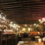 モンスーンカフェ - 天井の設えが素敵〜♬