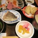 52863045 - 地魚と上刺盛り定食               \2500