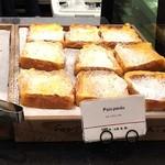 ゴントラン シェリエ 福岡パルコ店 - たくさん置いてあったから人気なのかなと思いフレンチトーストを