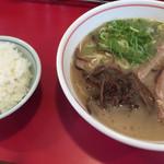 まんとく亭 - 料理写真:ラーメン=550円 小飯=120円