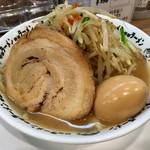 野郎ラーメン - 豚骨味玉野郎、焼き野菜のせ!