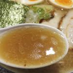 麺匠春晴 - ニボが主役で、サブが鶏白湯の濃厚スープです。