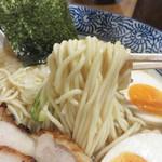 麺匠春晴 - 麺は細くてもっちりタイプのストレートです。