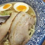 麺匠春晴 - チャーシューは、鶏と豚バラ肉の共演でございました。