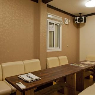 カラオケルーム2部屋完備