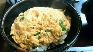 ちから - 玉子丼は、トロトロではなかった残念!味はしょっぱい系でした、これはこれで美味しいです。(#^.^#)
