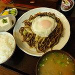 たけしや - A定食 ¥800。焼きそば(肉か野菜)、ご飯、味噌汁のセット。