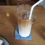 喫茶 アカリマチ - カフェオレ