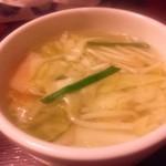 来々軒 - 餃子に付いてくるスープ