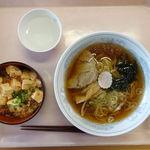 目黒区役所 レストラン - ラーメン 330円 + ミニ丼 350円