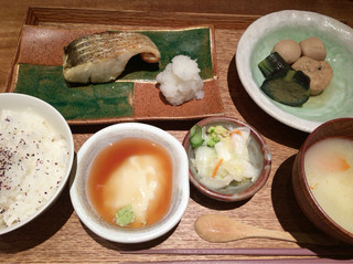 小割烹おはし 恵比寿 - 本日お魚御膳(すずきの塩焼き)