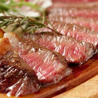 炭火で焼き上げる豪快肉料理をお召し上がりください!