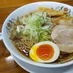 52881311 - 魚介系スープの「醤油ラーメン」
