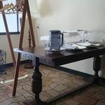 52883595 - 店内こんなテーブルも(ディスプレイ用?)