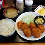 ごはんの店 絆 - 料理写真:ひれかつ定食(600円)