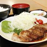 日の出牧場 - アボ豚黒豚ロースステーキ定食