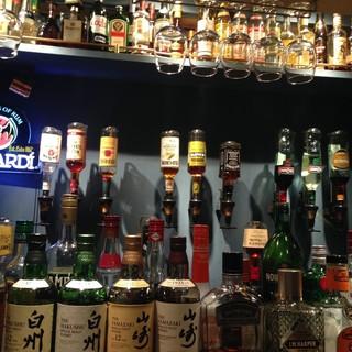 豊富なドリンク&フード!リーズナブルなお酒は100種以上!!
