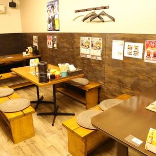 広々としたテーブル席は宴会にも家族にも人気★