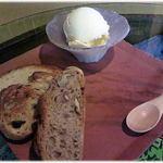 52896340 - 「パン3種と山田牧場の無添加アイスクリームのセット」