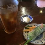 亞細亞食堂サイゴン 上町店 - 生春巻きとウーロン茶