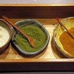 京まる - 串揚げ用の3種の調味料。「塩・抹茶塩・カレー塩」