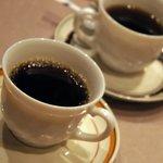 京まる - 食後は、無料のセルフコーヒー。